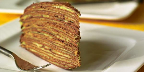 Блинный шоколадный торт со сгущенкой и бананами