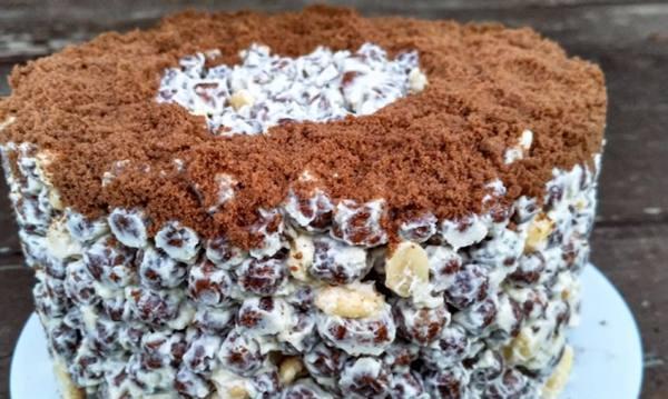 Торт из шоколадных шариков для сухих завтраков: рецепт