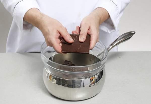 Плавка шоколада на водяной бане