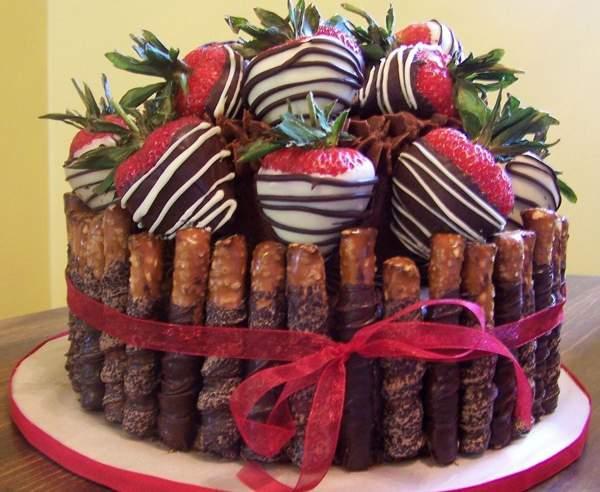 Торт с ягодами в шоколаде