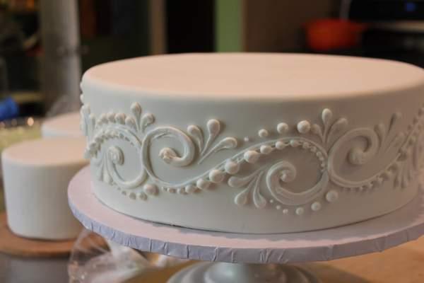 Роспись торта айсингом