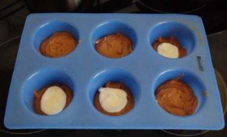 Рецепт шоколадных маффинов с творожной начинкой