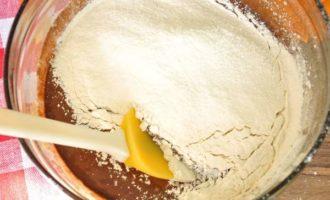 Рецепт шоколадных маффинов с жидкой начинкой внутри