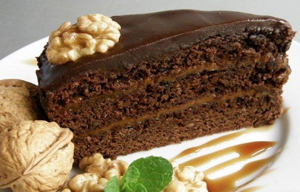 Шоколадный торт «Прага» с орехами
