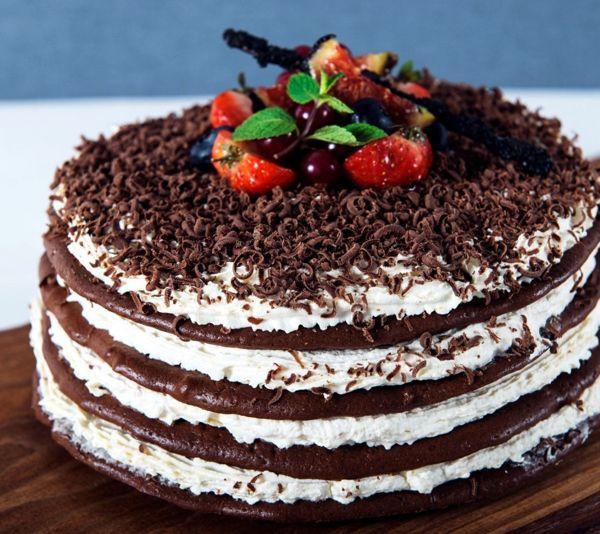 Шоколадный торт на сметане
