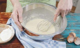 Как сделать булочки из дрожжевого теста с шоколадной начинкой внутри