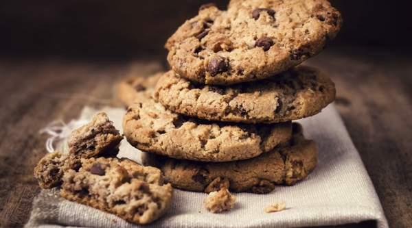 Печенье с шоколадом и овсяными хлопьями