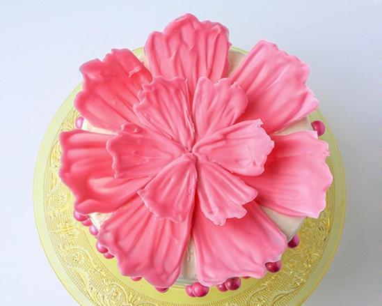 Цветок из шоколада на торт