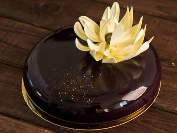 Лилии из белого шоколада