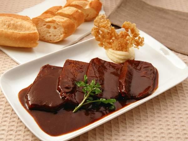 Шоколадный топпинг для мясных блюд