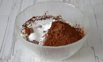 смесь муки, какао, разрыхлитель