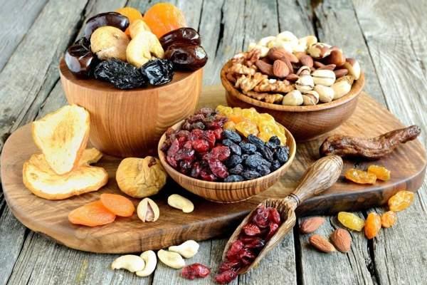 Сухофрукты, орешки, цукаты