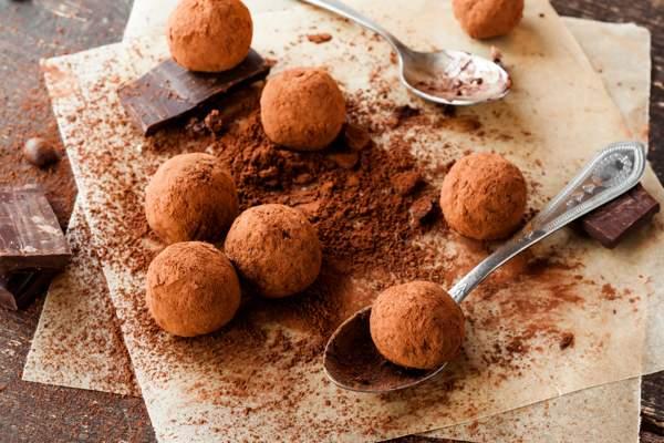Шоколадные конфеты из какао с миндалем