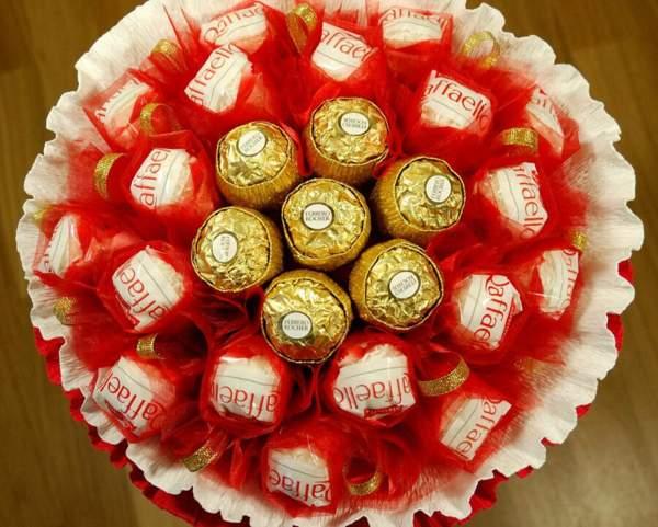Букет из конфет Рафаэлло и Ферреро Роше