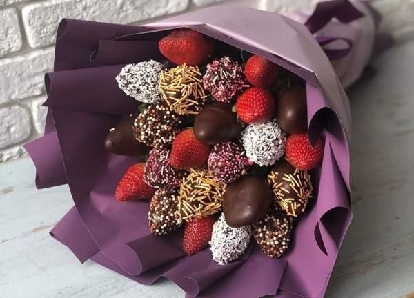 Клубника в шоколаде для букета