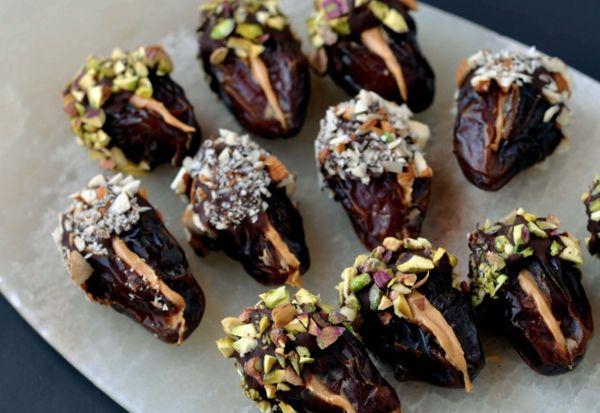 Финики в шоколаде с кокосовой стружкой