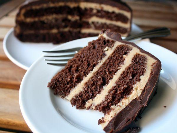Шоколадный торт с кремом из сметаны и вареной сгущенки