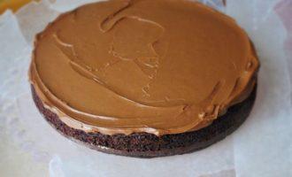 Шоколадный торт с кремом и вареной сгущенкой